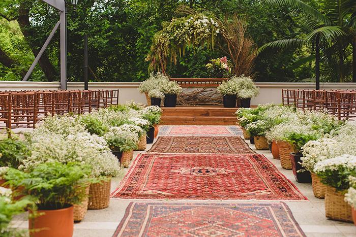 By Kamy Eventos: tapetes, móveis e mais para decoração de casamentos