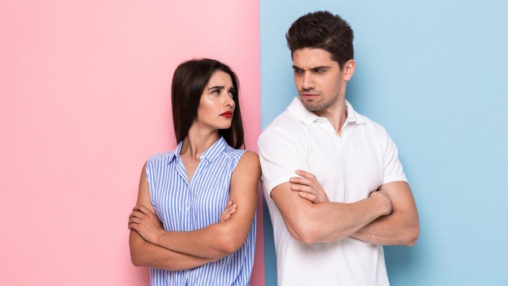 casal enfrentando brigas no relacionamento