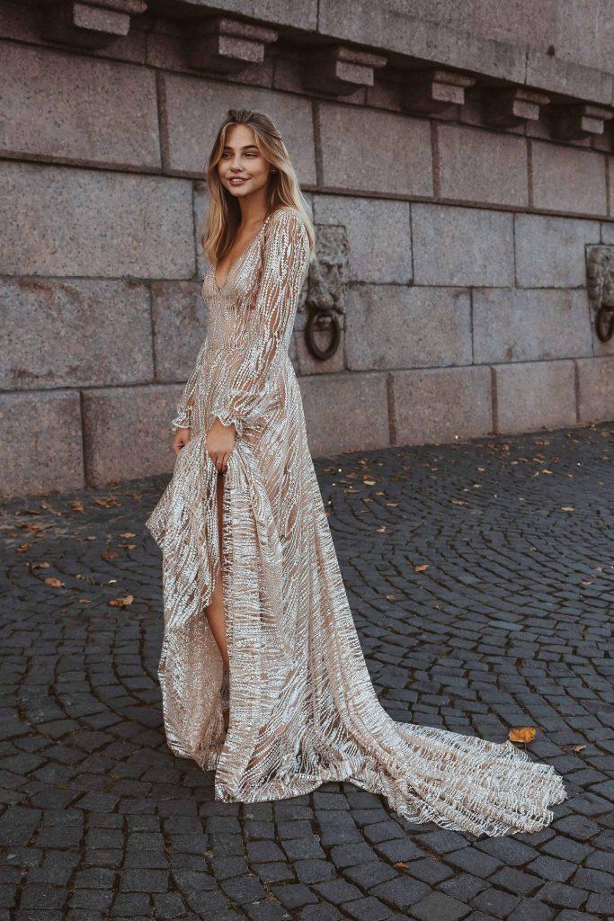 vestido de noiva com brilho com fenda