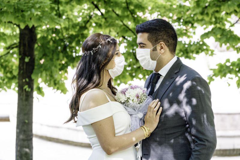 noiva de máscara tipo cirurgica