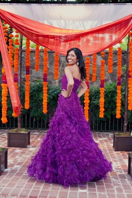 vestido de noiva com babados roxo