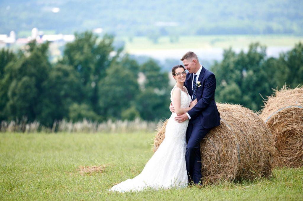 casamento no campo simples com feno