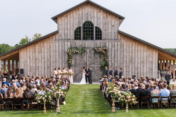 casamento no campo simples com luz natural