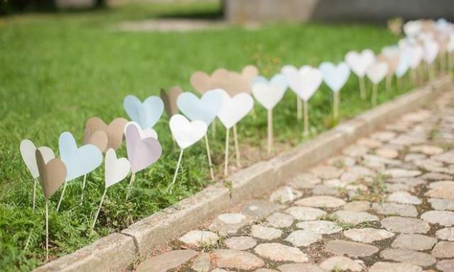 decoração do caminho até o altar com corações