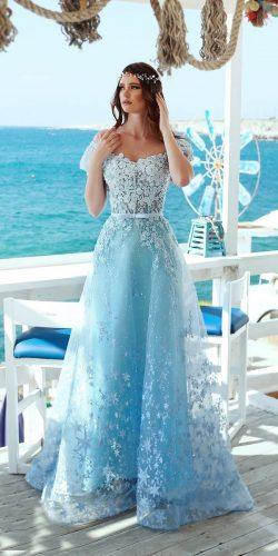 vestido de noiva azul com bordado branco