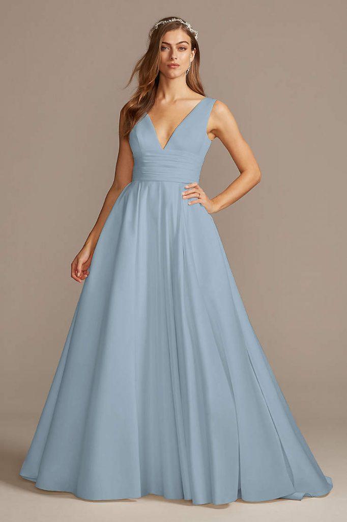 vestido de noiva azul liso e simples