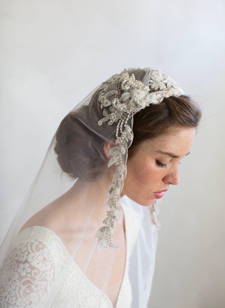 veu de noiva com pedras e bordados