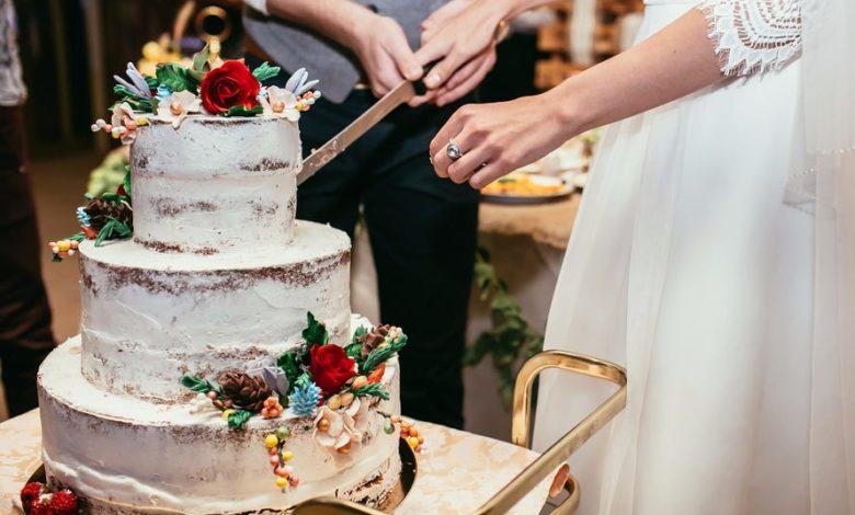 bolo de aniversário de casamento simplista