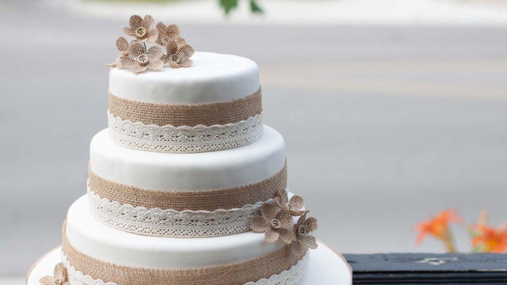 bolo de aniversário de casamento pasta