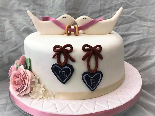 bolo de aniversário de casamento com pombos