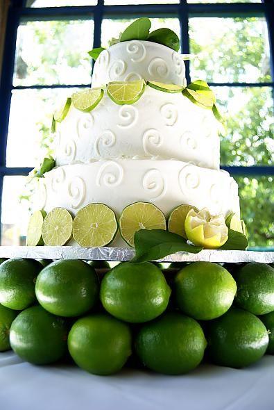 bolo de casamento com laranjas verdes