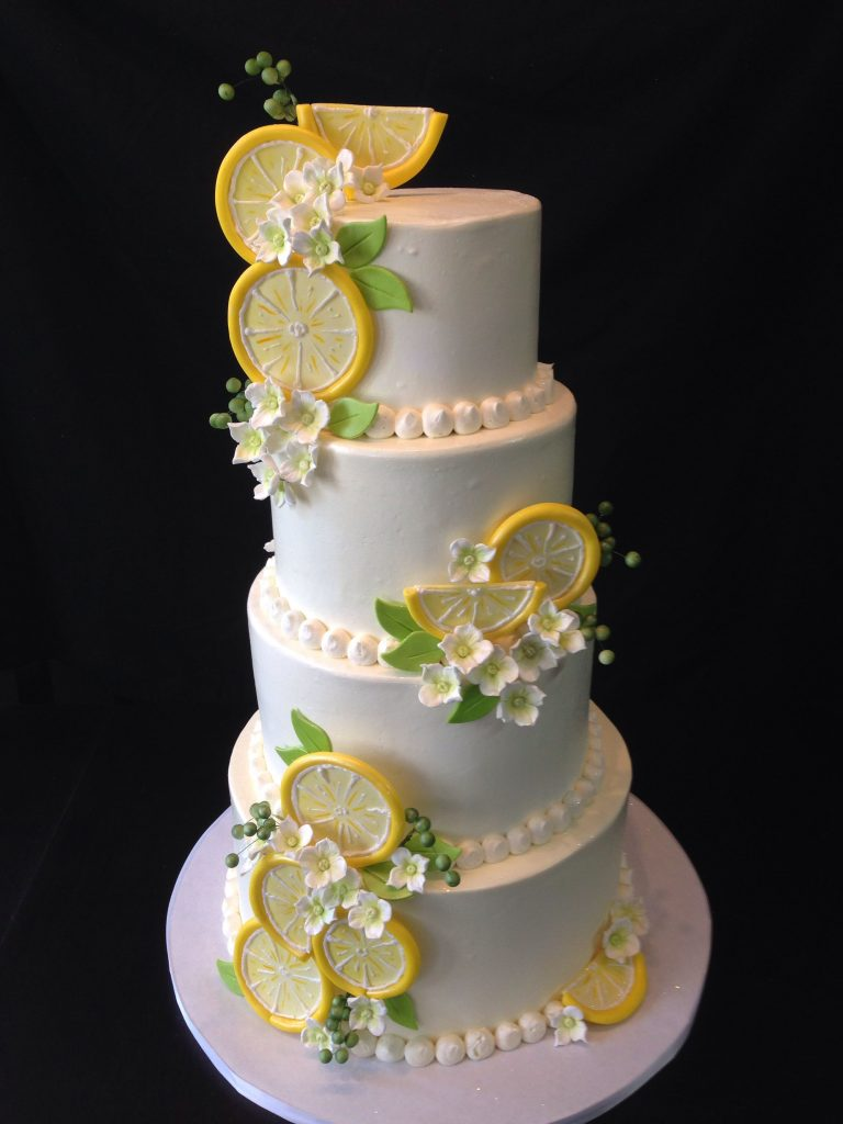 bolo de casamento com rodelas finas de limão