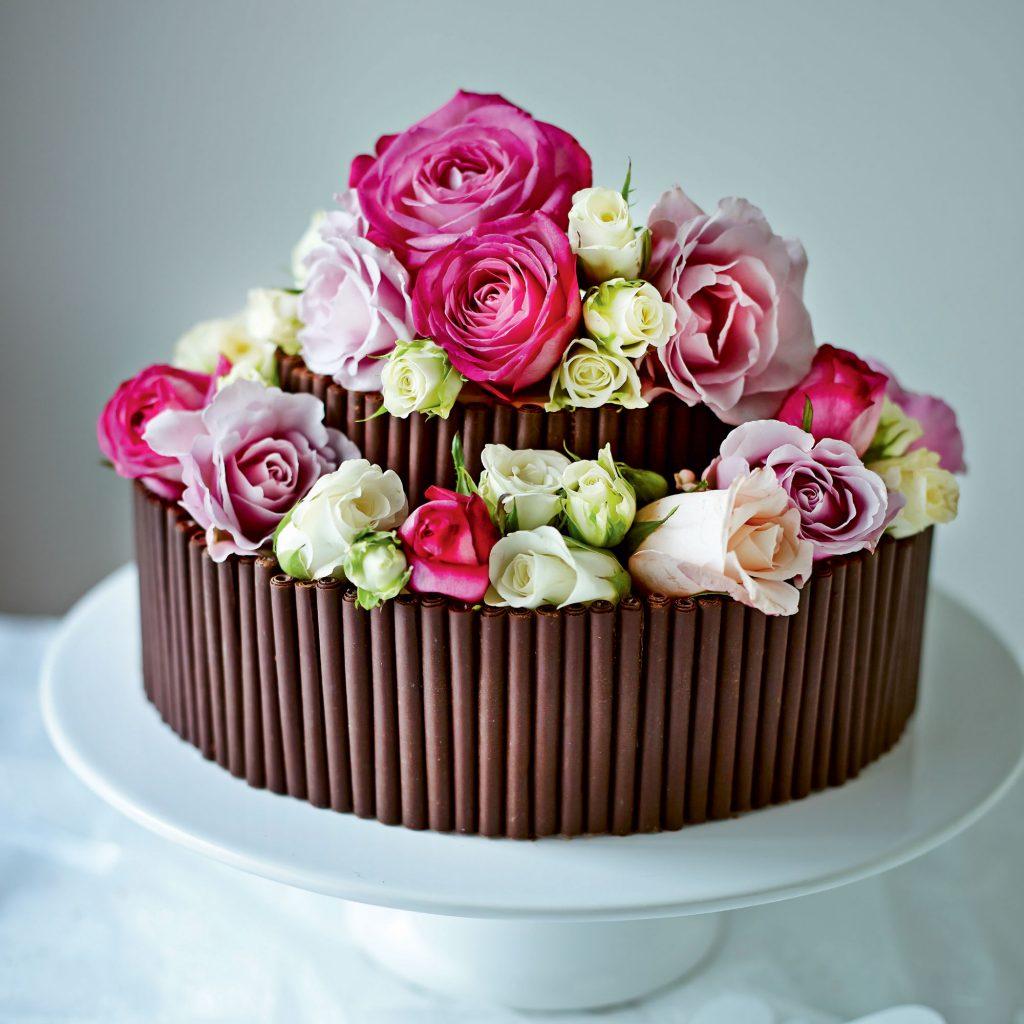 bolo de casamento de chocolate com biscoito