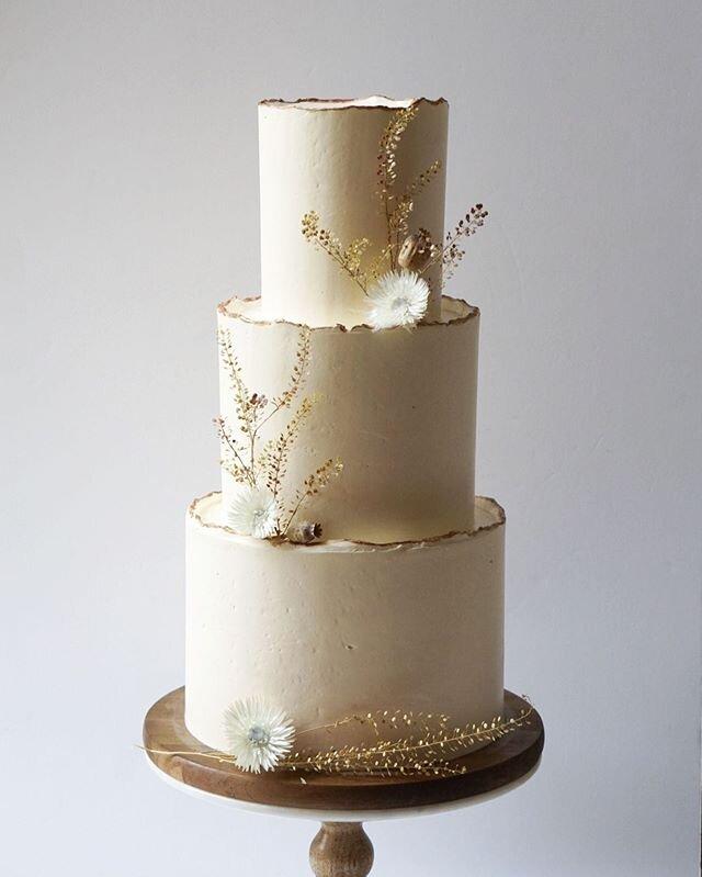 bolo de noivado 2021 minimalista