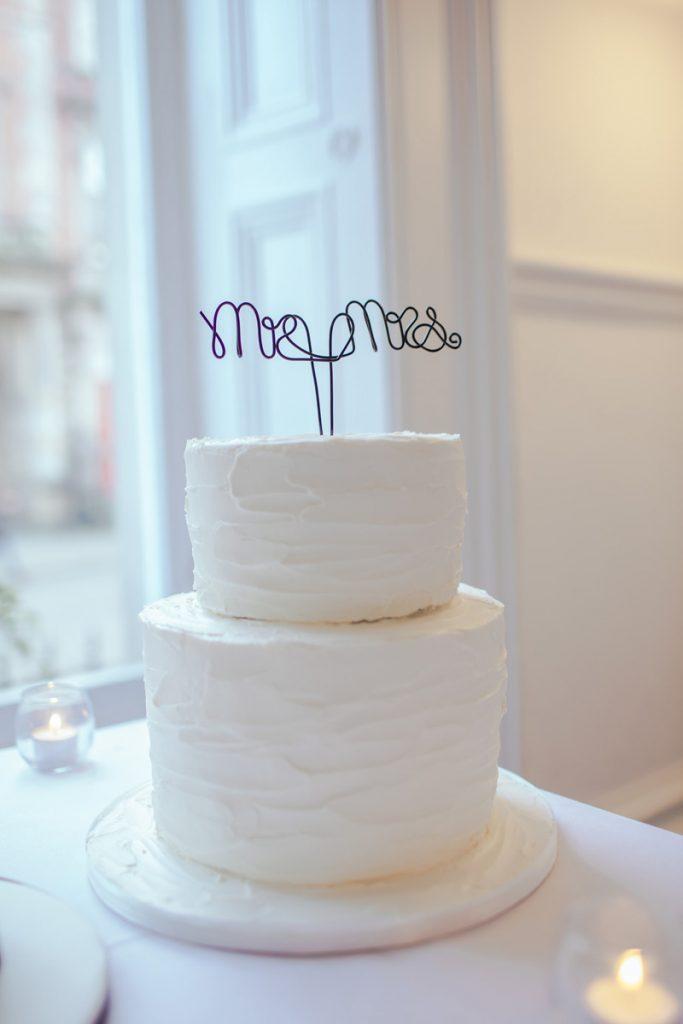 bolo de noivado 2021 decoração minimalista